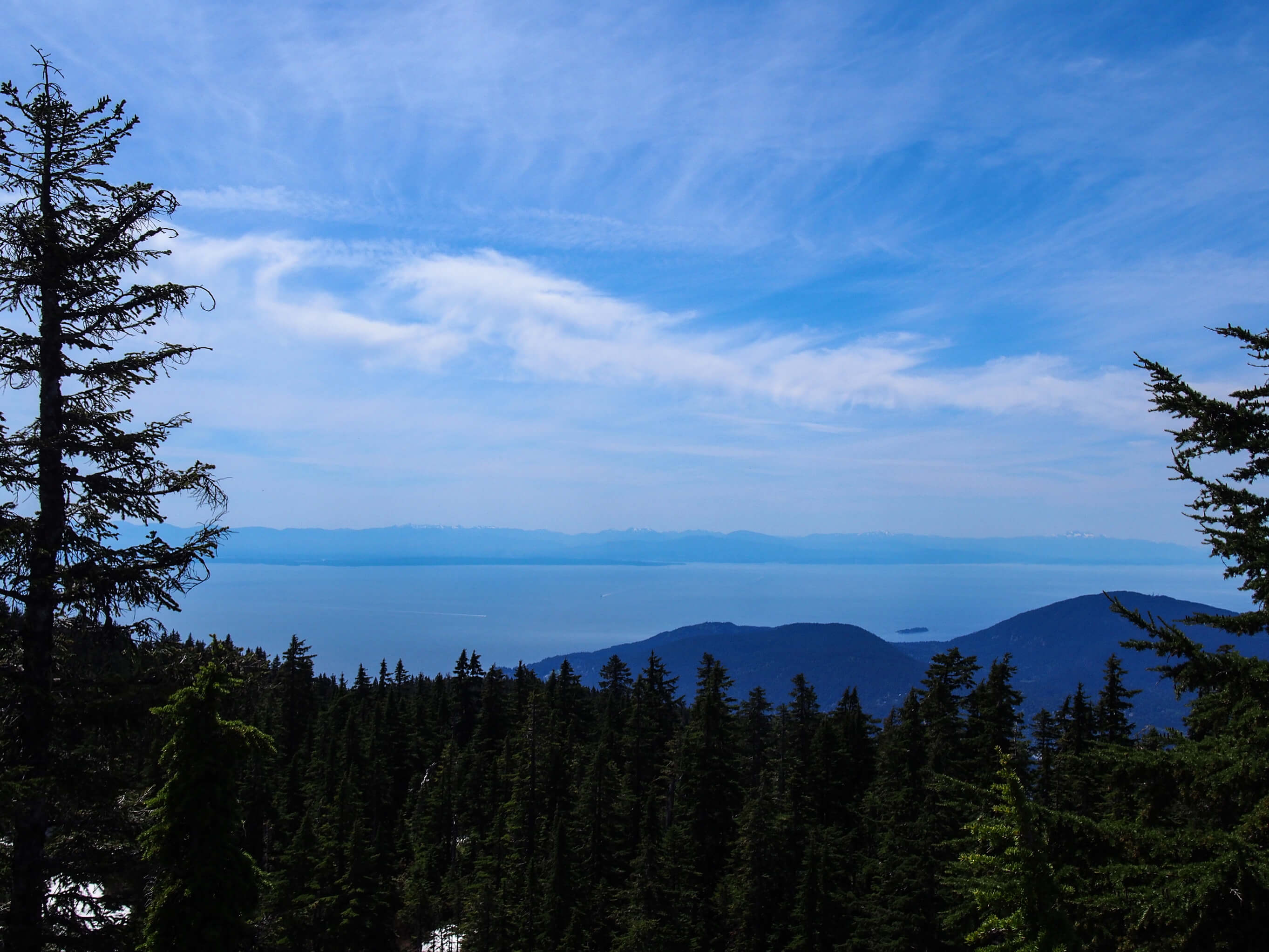 summer hikes around vancouver